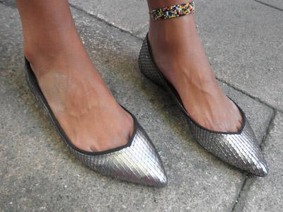 foto chica calle zapato: